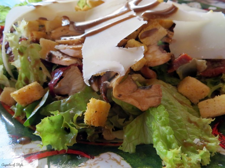 salad in Pepe Nero Trattoria Herakleion