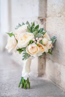 bridal bouquet photo by Hanna Monika Wedding Photography